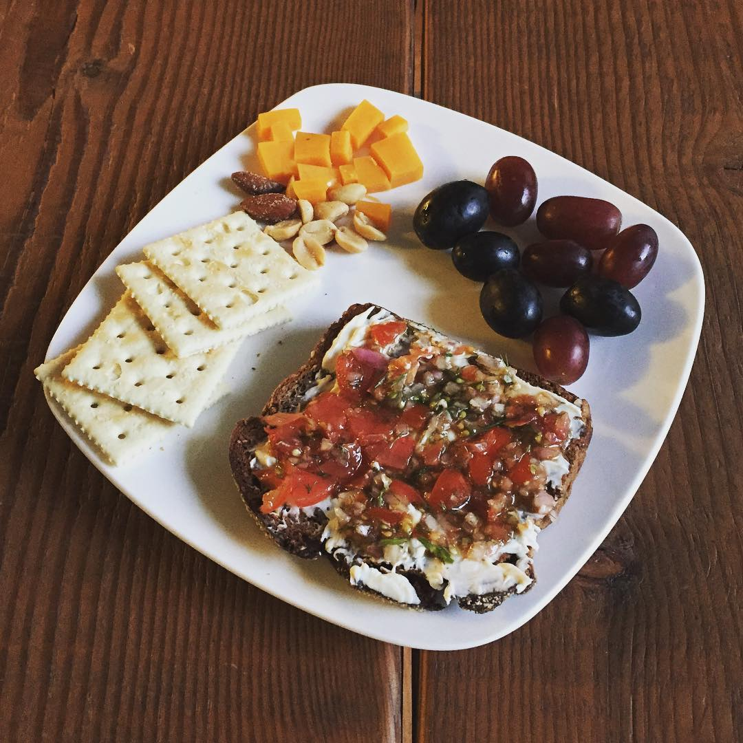 snack meal with tomato fennel balsamic spread by @maxkiesler