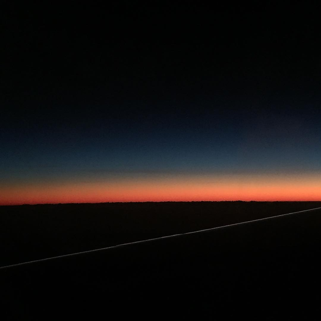 sunset as we fly over the equator above the pacific ✈️